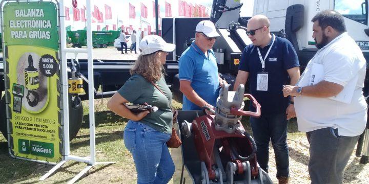 Visitas internacionales en el stand de Basculas Magris e Hidrogruas TKA